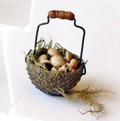how to: fairy basket from an acorn cap