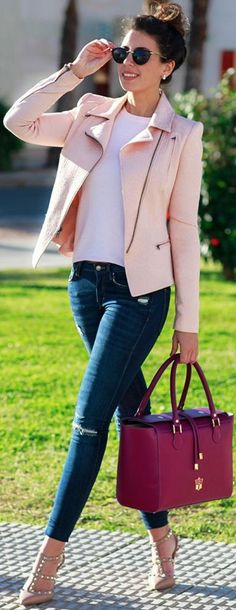 Baby Pink Biker Jacket, White Teen Ripped Skinny Jeans, Nude Valentino Rockstuds Pumps | Baby Pink Transitional Winter Street Style | 1sillaparamibolso #baby
