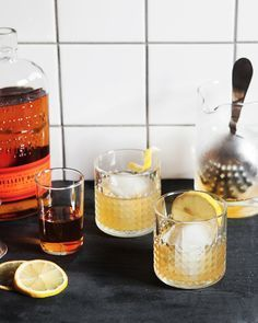 Honey & Elderflower Old Fashioned makes 2 drinks 4 oz bourbon 2 oz St-Germaine 2 oz fresh lemon juice 1 tbs local honey Bourbon Cocktails, Cocktail Drinks, Fun Drinks, Yummy Drinks, Cocktail Recipes, Mixed Drinks, Alcoholic Drinks, Beverages, Drink Recipes