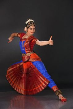 Gandivadhaari Folk Dance, Dance Art, Dance Outfits, Dance Dresses, Kathak Costume, Tango, Indiana, Cultural Dance, Indian Classical Dance