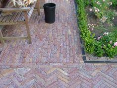 Gezaagde waaltjes - Oud gebakken - Bestrating.nl om de corridor mee door te laten lopen, de bestrating net in een ander patroon leggen
