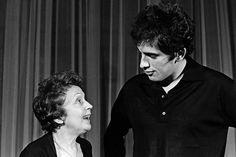 """L'INA avec Photoservice.com - Edith Piaf et son compagnon Théo Sarapo à l'Olympia pendant le tournage d'un reportage pour l'émission """"Cinq colonnes à la une"""""""