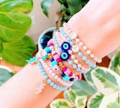 Preppy Bracelets, Pony Bead Bracelets, Handmade Bracelets, Cute Jewelry, Beaded Jewelry, Jewelry Accessories, Jewelry Ideas, Jewellery, Homemade Jewelry