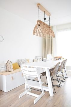 Spectacular DIY Ikea Stuva - a bench and a blackboard DIY Ikea Stuva - A bench and a blackboar. Kitchen Table Chairs, Kitchen Benches, Rustic Kitchen, Table And Chairs, Ikea Dining, Dining Nook, Dining Table, New Kitchen Cabinets, Ikea Kitchen