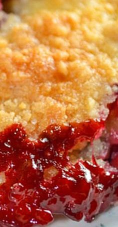 Easy Cherry Crisp is a fun and simple dessert that uses canned pie filling! The quick homemade topping for this crisp is flavorful and comforting! Dump Cake Recipes, Best Dessert Recipes, Sweet Desserts, Just Desserts, Delicious Desserts, Cherry Recipes, Fruit Recipes, Recipes With Cherries, Easy Cherry Cobbler