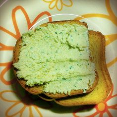 Tudo gostoso a receita de Pastinha de Ricota com Manjericão do Comida do dia. Receita fácil que você vai amar.