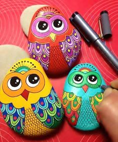 Pin by samantha mayes on crafts Rock Painting Patterns, Rock Painting Ideas Easy, Dot Art Painting, Rock Painting Designs, Pebble Painting, Pebble Art, Paint Designs, Stone Painting, Painted Rocks Owls
