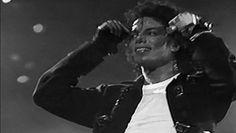 michael jackson king of pop GIF ❤❤❤😍 Invincible Michael Jackson, Michael Jackson Wallpaper, Michael Jackson Bad Era, The Boy Is Mine, King Of Music, Jackson Family, The Jacksons, Joseph, Memes