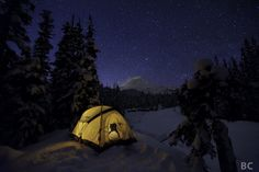 Happy Campers Make Your Next Camping Trip A Success With These Tips. During a camping trip, you typically do not have access to a kitchen, heating or air conditioning. Snow Camping, Camping Glamping, Winter Camping, Outdoor Camping, Camping Hacks, Camping Ideas, Camping Stove, Camping Photography, Night Photography