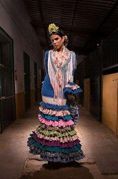 Soledad Bayón con uno de los nuevos trajes de Flamencas de Pitiminí