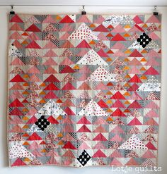triangle quilts taking my breath away // flying geese and swans by lotje m Scrappy Quilts, Mini Quilts, Baby Quilts, Quilting Tutorials, Quilting Projects, Quilting Designs, Quilting Ideas, Sewing Projects, Flying Geese Quilt