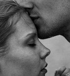 Romance kiss on forehead Photo Couple, Love Couple, Couples In Love, Couple Shoot, Perfect Couple, Beautiful Couple, Love Is All, True Love, Forehead Kisses