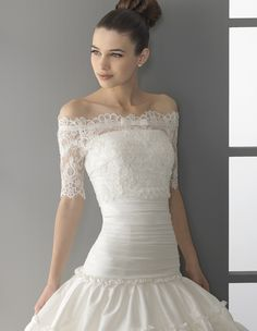 Love the lace sleeves! Aire by Rosa Clara PICASSO.   Omg this is the dress I want when and if I get married :)