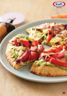 Could You Eat Pizza With Sort Two Diabetic Issues? Just Veggin' Pita Pizza Recipe-A Super-Easy Way To Be A Part Of The Grilled Pizza Trend. You're Gonna Love These Crispy Pitas, Stacked With Veggies And Topped With Ooey-Gooey Cheese. Pizza Recipes, Vegetarian Recipes, Healthy Recipes, Yummy Recipes, Yummy Food, Healthy Foods, Vegetarian Pizza, Side Recipes, Skinny Recipes