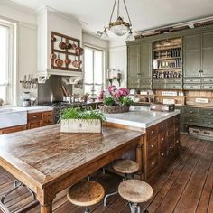 Kitchen green cabinets farmhouse country living 39 New ideas Rustic Kitchen Tables, Rustic Country Kitchens, Rustic Kitchen Design, Rustic Cabinets, Interior Design Kitchen, Country Farmhouse, Rustic Design, Kitchen Cabinets, Rustic Decor