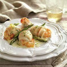 Rollitos de lenguado con gambas al horno - Lecturas Veggie Recipes, Diet Recipes, Cooking Recipes, Healthy Recipes, Shellfish Recipes, Seafood Recipes, Fish Dishes, Seafood Dishes, Pescado Recipe