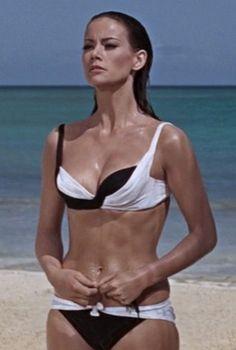 Domino - Claudine Auger - James Bond 007 Thunderball 1965 My favorite movie bikini! James Bond Movie Posters, James Bond Movies, Merle Oberon, Shirley Jones, Veronica Lake, Sean Connery, Sherlock Holmes, Jean Giraudoux, Cinema
