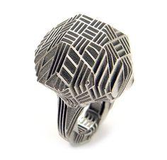 Stefania Lucchetta. Ring: Diamond 04, 2009. Titanium. Photo: Stefania Lucchetta.