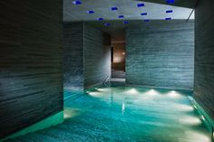Modern design spa hotel in Vals with thermal baths by Peter Zumthor, 2 Michelin star restaurant and scenic mountain views. Ideal for relax & hike holidays. Peter Zumthor, Spa Architecture, Classical Architecture, Luxury Spa Hotels, Hotels And Resorts, Design Hotel, Spa Design, Four Seasons Hotel, Thermal Vals