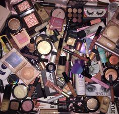 Dream Beauty Box - Makeup Applicator Sponge Kit - The Secret To Flawless Foundation - 1 Black, Latex Free, Teardrop Beauty Blending Sponge 2 Silicone Sponges - Cute Makeup Guide Makeup Beauty Box, Makeup Box, Cute Makeup, Makeup Brush Set, Skin Makeup, Makeup Utensils, Makeup Pallets, Makeup Rooms, Makeup Obsession