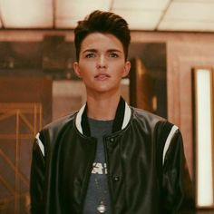 Rubby Rose, Outfits For Teenage Guys, Ruby Rose Tattoo, Ruby Rose Hair, Androgynous Hair, Beautiful People, Beautiful Women, Rose Wallpaper, Batwoman