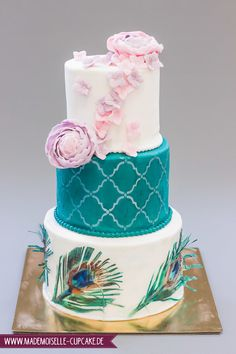 Pfauenfedern - Mademoiselle Cupcake Mademoiselle Cupcake, Cupcakes, Fondant, Desserts, Food, Peacock Feathers, Hydrangeas, Birthday Cake Toppers, Wedding Cakes