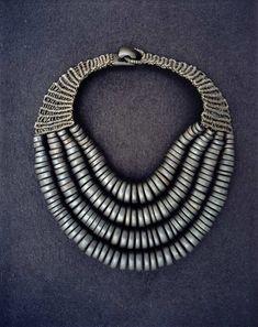 KRIS RUHS | Ebony and rope. Contemporary jewelry art.