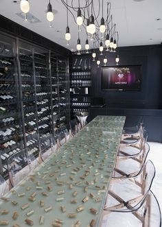Great idea for a bar's counter! Amo Eno Wine Bar, IFC Mall, Hong Kong by Andrew and Brook Bradbury Restaurant Lounge, Restaurant Design, Cork Table, Martini Bar, Wine Tasting Room, Basement Inspiration, Wine Display, Lounge Design, Wine And Beer