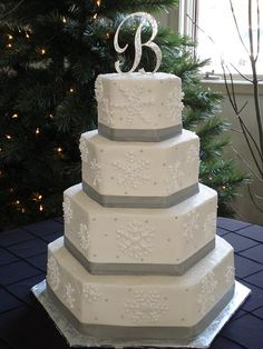 snowflake++and+berries+wedding+cake+christmas | Platnium Christmas Snowflake Cake