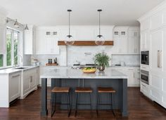 8 TIPS FOR SETTING SMALL KITCHEN CHANDELIER Kitchen Island Without Top, Grey Kitchen Island, Gray Island, Gray And White Kitchen, Custom Kitchen Islands, Kitchen Island With Seating For 4, Kitchen Layouts With Island, White Grey Kitchens, Dark Floors In Kitchen