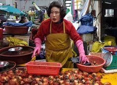 Vendedora en el mercado de pescado de Jagalchi, en Busan.