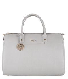 De Linda Large Satchel is een fashionable handtas van Furla met een ruim interieur. Een trendy tas om mee op te vallen! (€329,95) #Linda #Large #Satchel #Handtassen #Furla #grey
