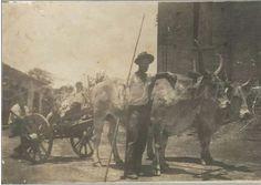 1945 - À direita parte da Igreja de Santana, casas à esquerda entre o meio de transporte da época, no bairro de Itaquera na zona leste.