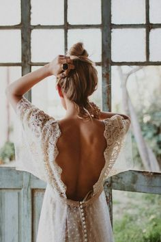 Boho brides will love the new Immaclé wedding dress collection and beautiful bridal separates, a cool, eclectic, free-spirited bridal collection. Wedding Robe, Boho Wedding Dress, Bridal Dresses, Diy Wedding, Trendy Wedding, Lace Wedding, Champagne Wedding Colors, Colored Wedding Gowns, Backless Gown