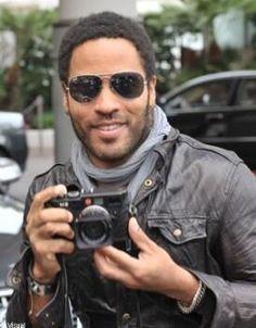 Say cheese :-) Rangefinder Camera, Leica Camera, Film Camera, Nikon Dslr, Camera Gear, Lenny Kravitz, Leica Photography, Creative Photography, Portrait Photography
