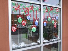 Christmas Window Decoration Ideas Home Classroom Window Decorations, Christmas Window Decorations, Outdoor Christmas, Christmas Art, Christmas Windows, Christmas Window Paint, Winter Window Display, Window Mural, Christmas Paintings