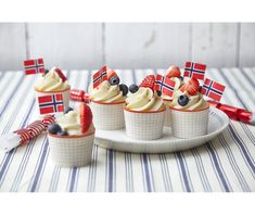mai muffins - Baking for alle Norwegian Food, Public Holidays, Mini Cupcakes, Brownies, Waffles, Cheesecake, Muffins, Healthy Eating, Baking