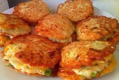 5 recipes diet vegetable pancakes: simple to prepare and very tasty! Great side dish to meat or as a main dish! Pumpkin Fritters, Pumpkin Pancakes, Zucchini Pancakes, Healthy Diet Recipes, Vegetarian Recipes, Cooking Recipes, Simple Recipes, Vegetable Pancakes, Vegetable Dishes