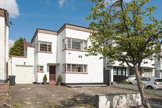 On the market: 1930s three-bedroom art deco property in London N14 on http://www.wowhaus.co.uk