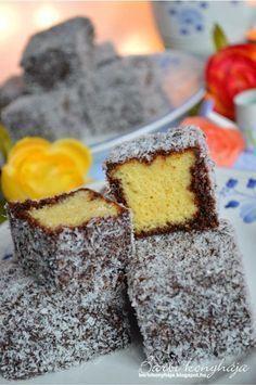 Barbi konyhája: Kókuszkocka - Lamington szelet Hungarian Desserts, Hungarian Recipes, Bakery Recipes, Dessert Recipes, Cooking Recipes, Twisted Recipes, Sweet Cookies, Baking And Pastry, Recipes From Heaven