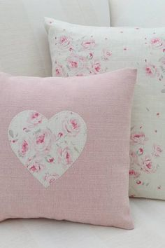 8 Relaxing Simple Ideas: Sewing Decorative Pillows Floor Cushions how to make decorative pillows.Decorative Pillows Patterns Etsy neutral decorative pillows home tours. Cute Pillows, Diy Pillows, Decorative Pillows, Throw Pillows, Handmade Cushions, Sewing Crafts, Sewing Projects, Sewing Pillows, Soft Furnishings