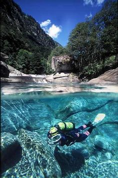 Diving in the river  Valle Verzasca http://www.pinterest.com/pin/463870830341512979/ นักดำน้ำ