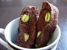 QUESTI BISCOTTINI SONO COME LE CILIEGE.......UNO TIRA L'ALTRO!!!!!!! INGREDIENTI: 250 gr. farina 00 50 gr. cacao amaro 3 uova 300 gr. zucchero scorza di 1