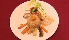 Reis mit Fisch aus dem Senegal (Joachim Deutschland) - Rezept   500 gr. Reis 500 gr. Barsch 125 gr. Tomatenmark 400 gr. Öl 4 Stk. Karotten 1 Stk. Weißkohl frisch geviertelt 5 Stk. Kartoffeln 1 Stk. Aubergine frisch 2 Stk. Knoblauchzehen 1 Stk. Zwiebel etwas Kürbisfleisch, in Stücken 200 ml Öl etwas Petersilie 1 Spritzer Zitronensaft 1 Msp Chilipulver 1 Prise Salz 1 Prise Pfeffer