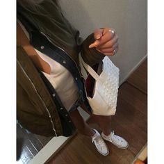 kinari.mこの前買ったコンバースとトレスター 両方白にして正解だな!!! #coordinate #コーデ #fashion #fashiongram #Whiteコーデ #スニーカーコーデ #スニーカー女子 #コンバース #コンバースオールスター #converse #ALLSTAR #trestar #ma-1 #デニムシャツ #ショーパン #ZARA #bershka