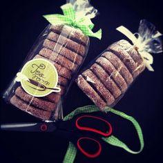 TeaRoom: Fűszeres csokis keksz Chocolate Biscuits, Food Photo, Winter Hats, Creative, Spicy, Paleo, Cookies, Christmas, Photos