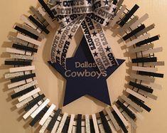Hobbies With Animals Key: 4776330650 Wreath Crafts, Craft Stick Crafts, Diy Wreath, Craft Ideas, Wreath Ideas, Tulle Wreath, White Wreath, Dalls Cowboys, Dallas Cowboys Wreath