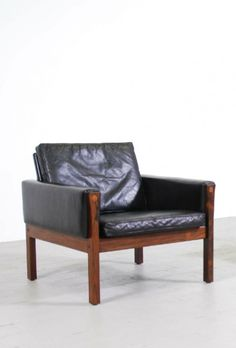 Hans Wegner; Rosewood and Leather Lounge Chair for AP Stolen, c1960.