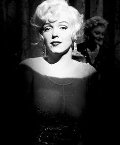 Team Giphy vintage birthday marilyn monroe old hollywood Marilyn Monroe Frases, Marilyn Monroe Fotos, Some Like It Hot, Winona Ryder, Twiggy, Base Mac, Marie Antoinette, Divas, Playboy