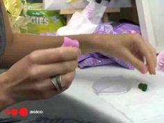 """Небольшой мастер-класс  о том, как из полимерной глины вылепить цветы, которые отличаются от настоящих только тем, что не пахнут. (видео снято на выставке """"формула-рукоделия 2009"""" для видео-канала сайта www.akado.ru )"""